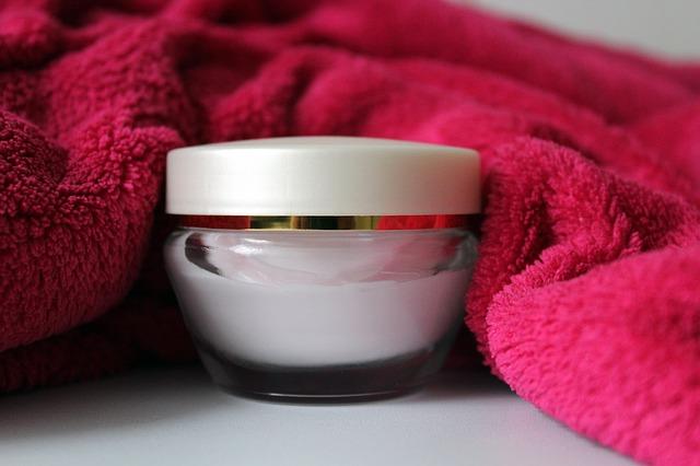 Kosmetyki dla dzieci – jak wybierać dobre szampony, kremy, oliwki dla dzieci? Czego unikać w składzie kosmetyków dla dzieci?