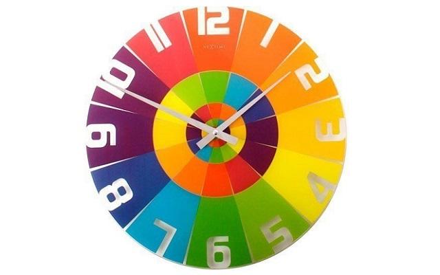 Zegar z kolorze tęczy