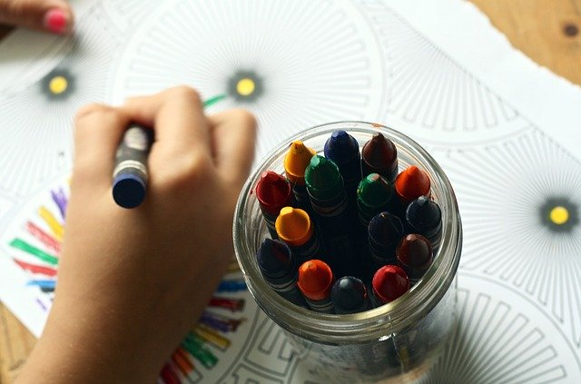 Dziecko rysujące